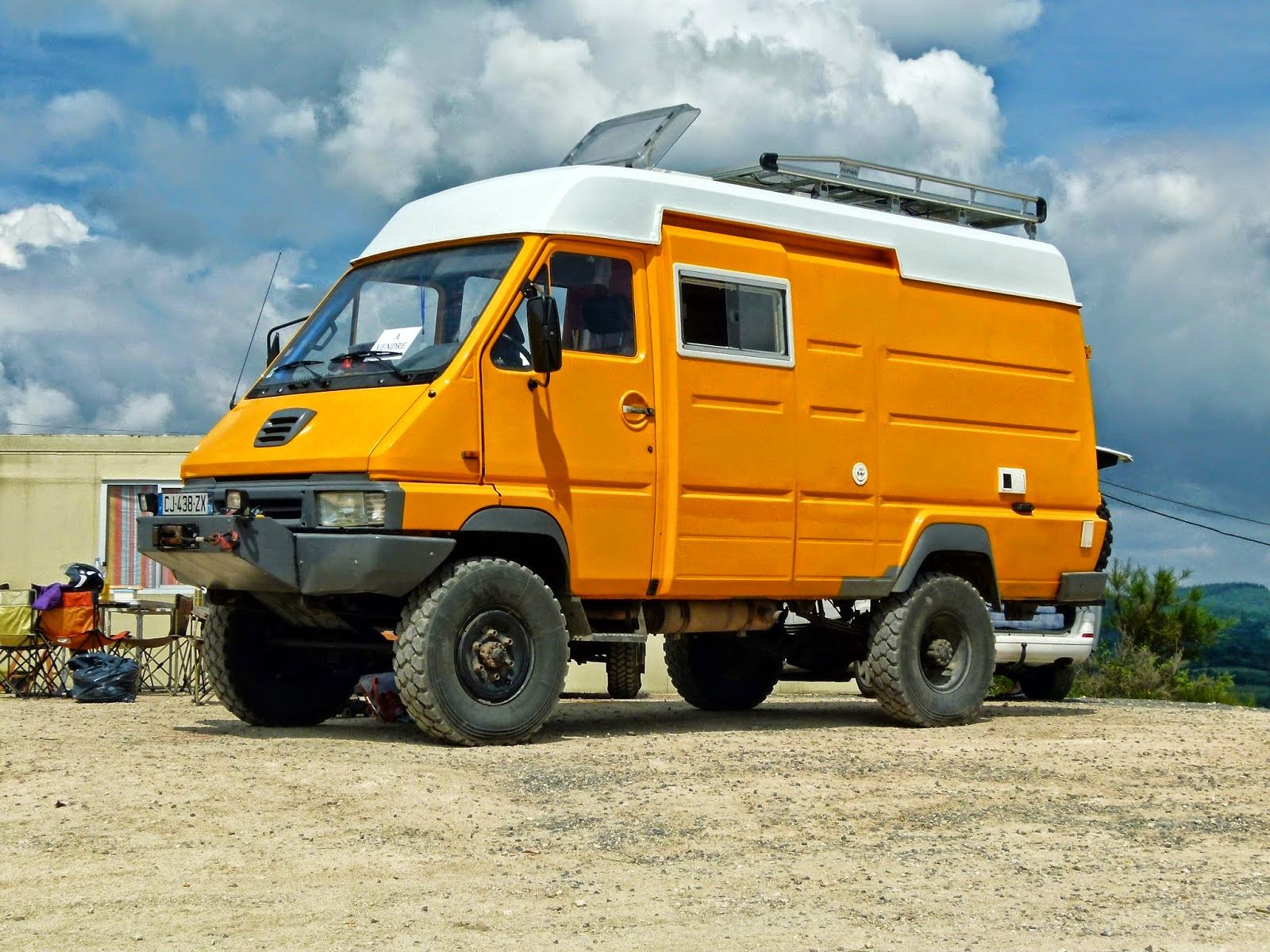 land roamer world tour campers with attitude pinterest 4x4 expedition vehicle and offroad. Black Bedroom Furniture Sets. Home Design Ideas