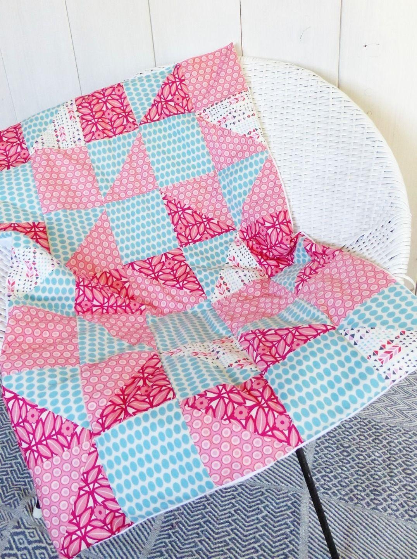 Plaid Bebe Petite Fille En Patchwork Rose Et Turquoise En Tissu