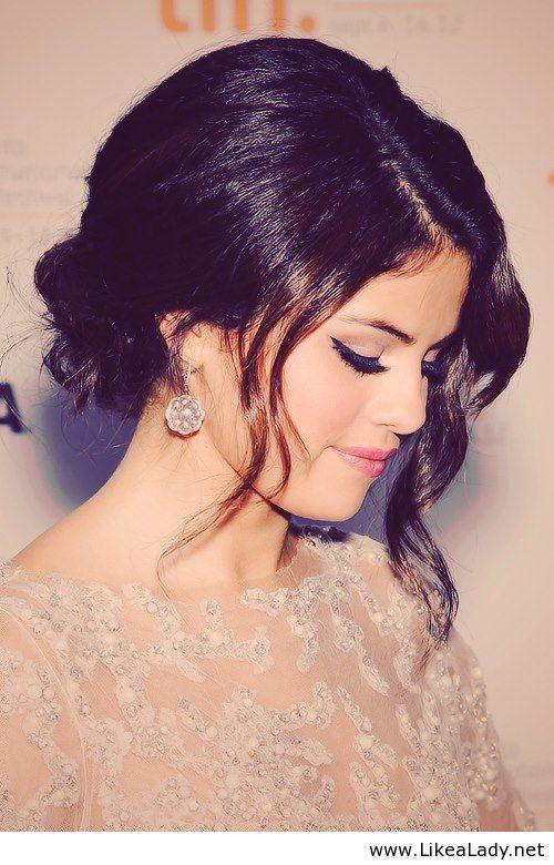 Selena Gomez - Updo and makeup