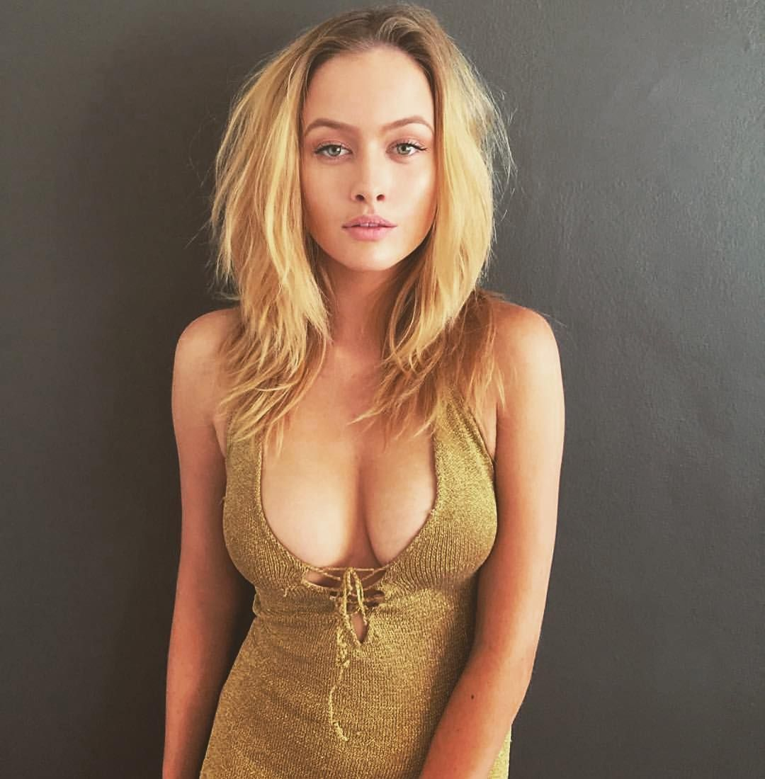 busty blonde model Simone Holtznagel. Sexy cleavage