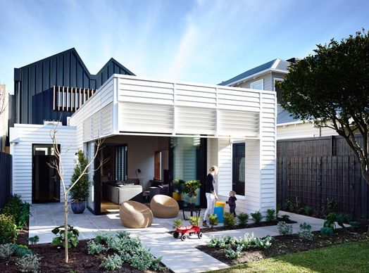 Modern exterior extension on brick beach homes australia for Extension container