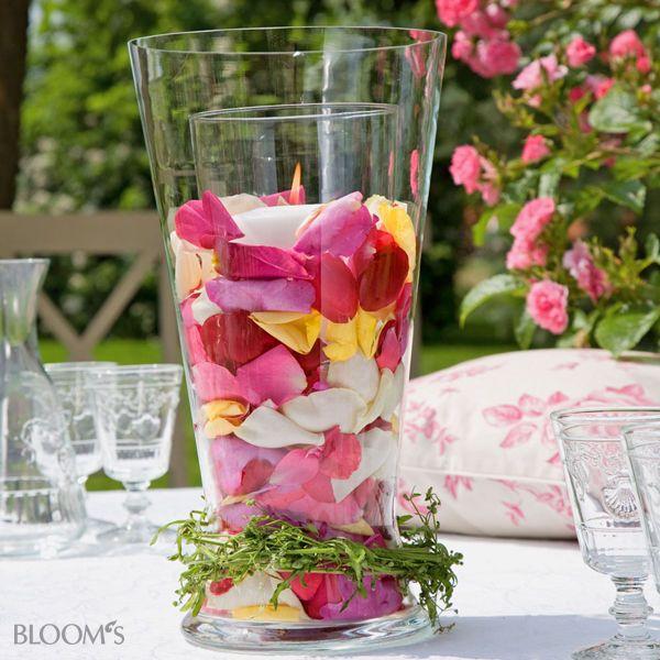 sommerfest ideen romantische tischdeko mit rosen windlichtschmuck tischdeko pinterest. Black Bedroom Furniture Sets. Home Design Ideas