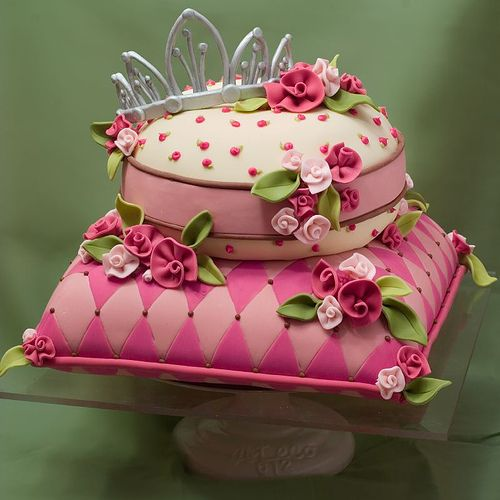 Pink Square Round Cake Fls Flowers Detail