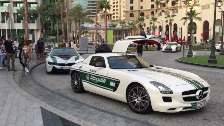 The Amazing Cars Of The Dubai Police Force Police Police Force