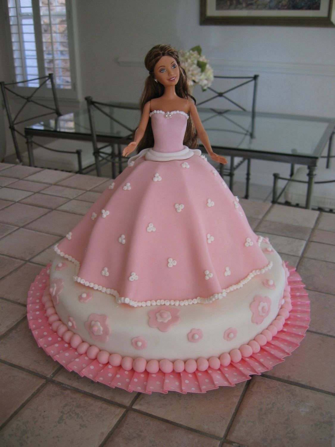 pink barbie cake my first fondant cake had a lot of fun barbie cakes for anna in 2018. Black Bedroom Furniture Sets. Home Design Ideas