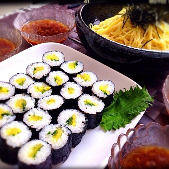 美枝子が送ってくれた韓国のりと 中華乾麺^ ^ のり巻きはたくあんとかいわれ♡  うまいです〜(≧∇≦) - 86件のもぐもぐ - つけ麺と韓国のりで海苔巻き♡ by tekko814