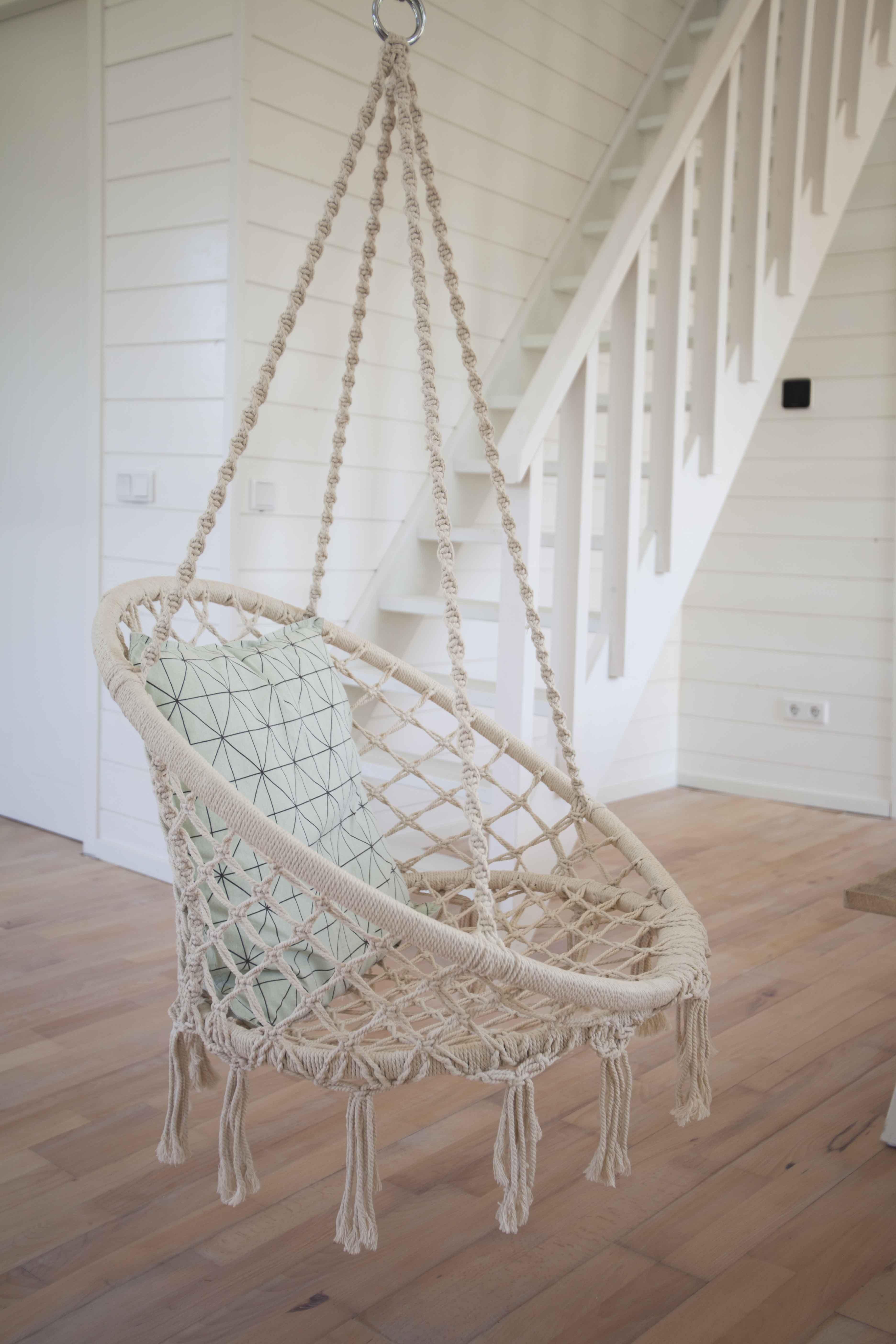 Hangstoel woonkamer vakantiehuisje Noordwijk aan zee | Vakantie ...