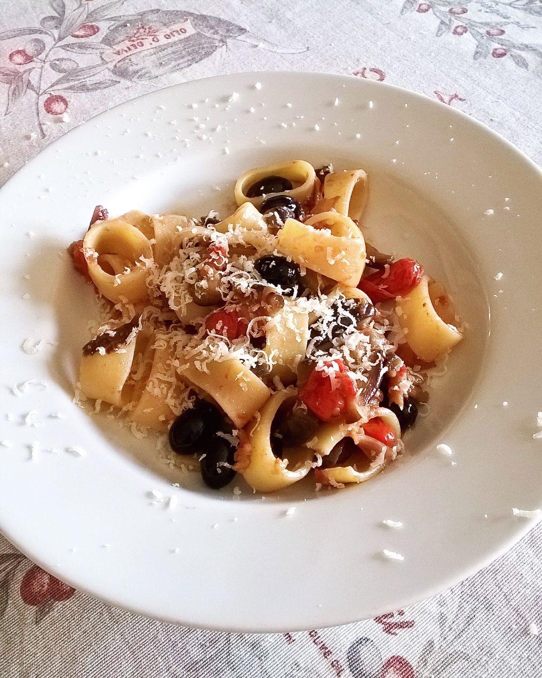 #anellini #Aubergine #tomatoes #olive #pasta #food #ilovefood #ilovecooking #ilovetocook #foodlove #foodlovers #foodpic #eat #cooking #recipe #delish #delicious #tasty #yummy #foodheaven #foodgasm #foodpornography #foodporn #IgersAbruzzo #igersmilano #italia #italy #nick83i