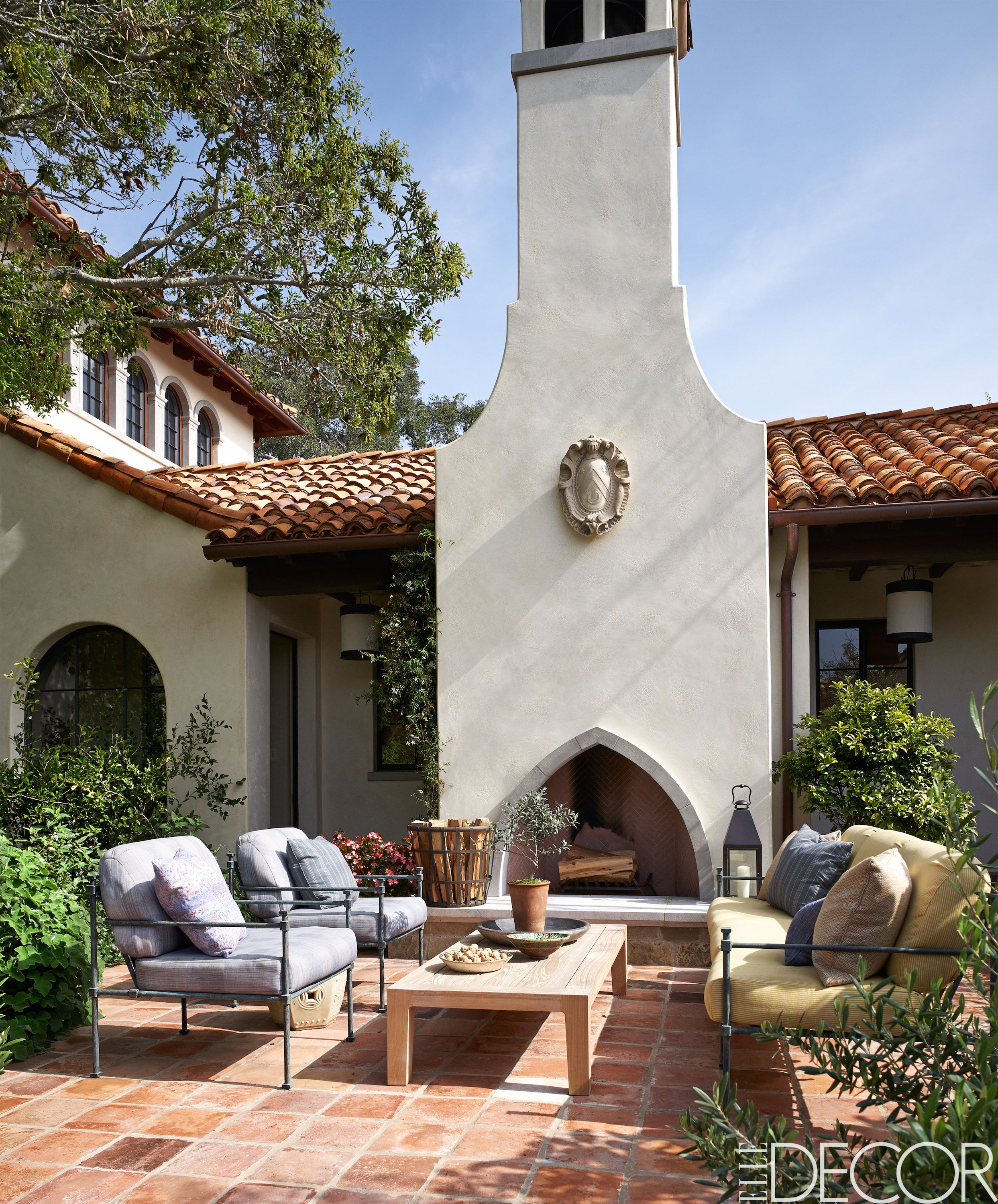 12 outdoor fireplaces to kindle alfresco entertaining for Spanish outdoor fireplace