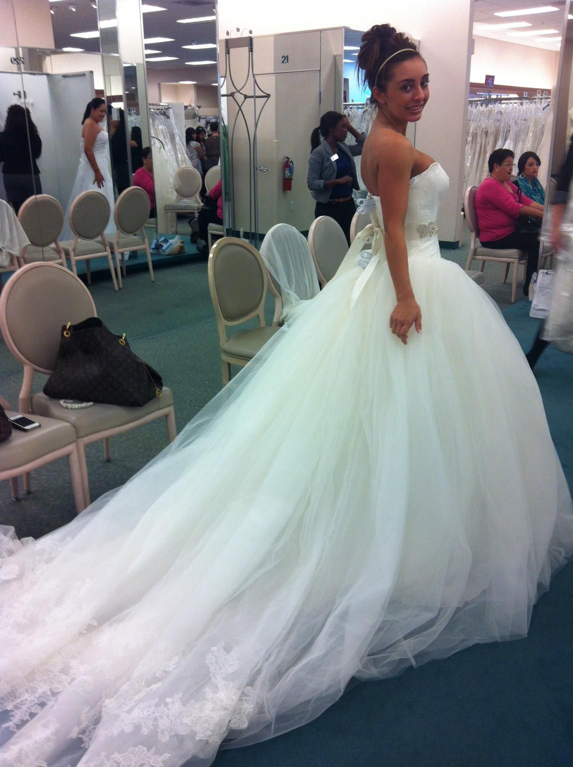 Vera Wang White VW351135, $1,100 Size: 2 | New (Un-Altered) Wedding ...
