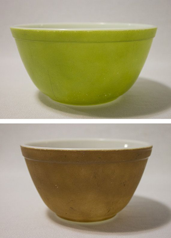 Vintage Pyrex nesting Bowls set of 2 green by Tastecannotbetaught