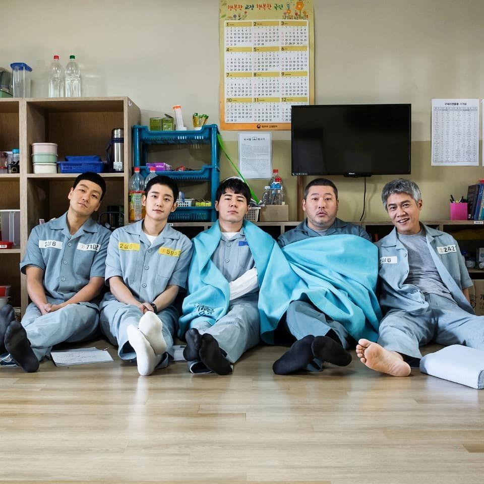 정해인 on instagram 슬기로운감빵생활 이제 다음주면 끝이구나 2상6방 prison life korean drama korean music