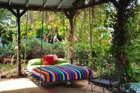 gartendeko mit holzpaletten, hängematte aus paletten: palettenmöbel selber bauen bauhaus, Design ideen