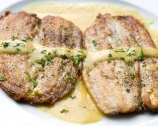 Filet de merlan grillé à la sauce moutarde légère