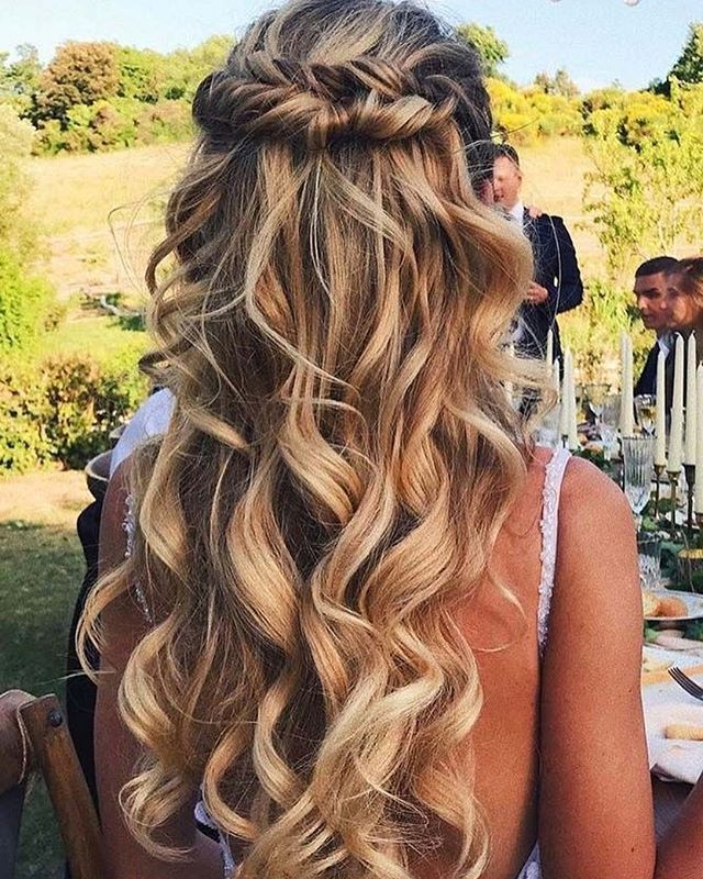 homecoming hair down styles beautiful half up half hairstyle halfuphalfdown 1035 | 6d66ce59ac95c660a2f755e653648b3f