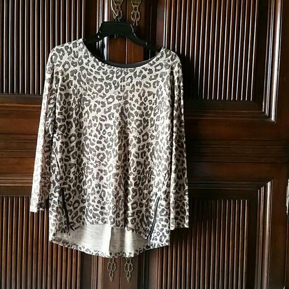 Zara knit leopard top Zara leopard knit top with zipper detail.  Just a bit longer in back. Zara Tops Tunics
