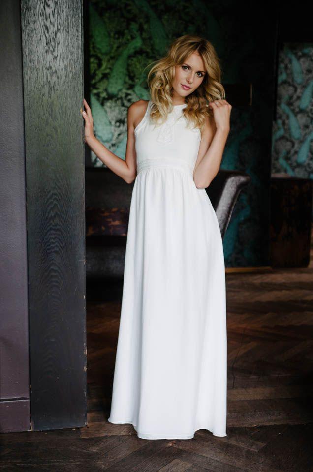 Dieses filigran bestickte Kleid kann sich wirklich sehen lassen ...