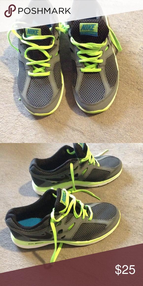 Boys Nike dual fusion lite size 4 Gray   neon green Nike Sneaker boy size  4y Nike Shoes Sneakers 53ad34813e51