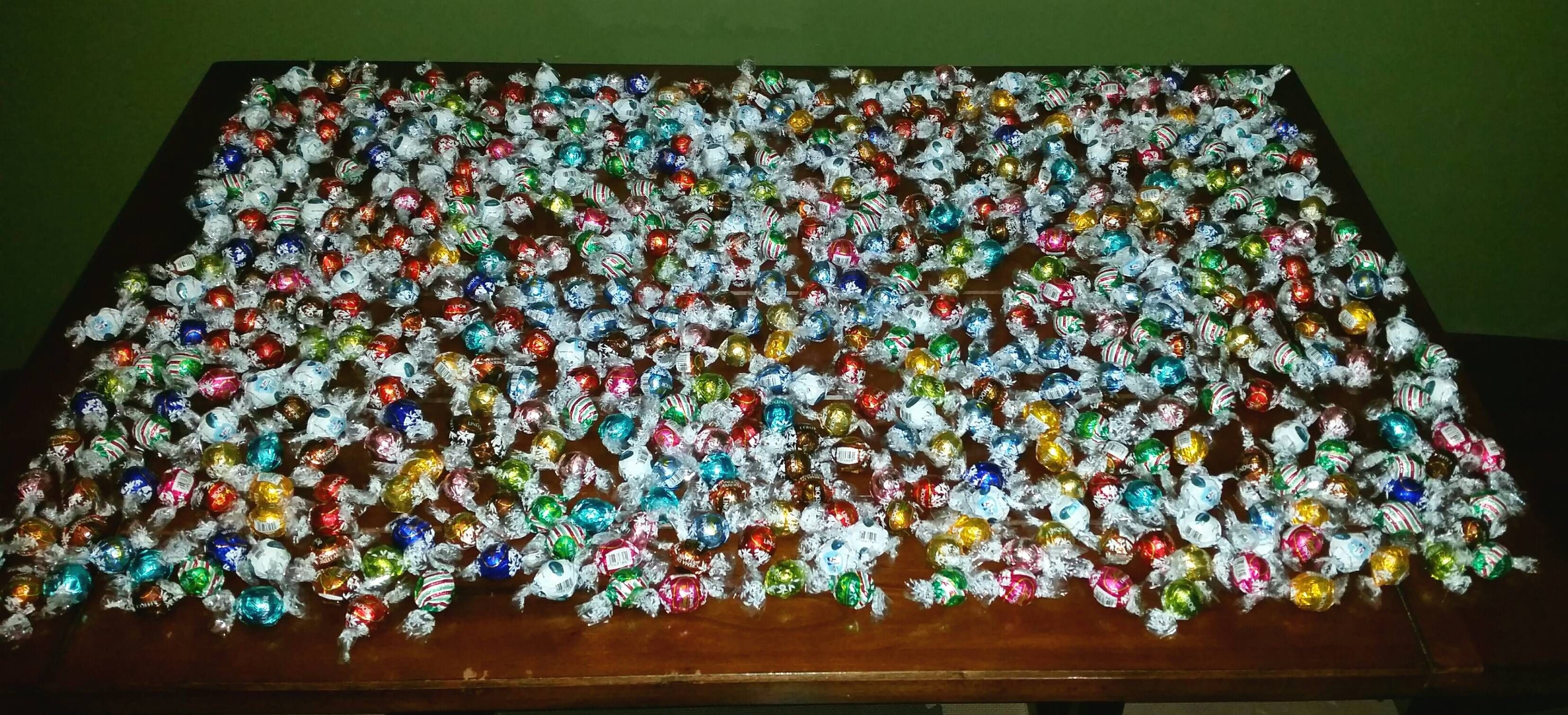 """When you're in the doghouse and the wife jokingly says """"the only thing that'll get you out this time is 500 lindor truffles""""malgoya - http://asianpin.com/when-youre-in-the-doghouse-and-the-wife-jokingly-says-the-only-thing-thatll-get-you-out-this-time-is-500-lindor-trufflesmalgoya/"""