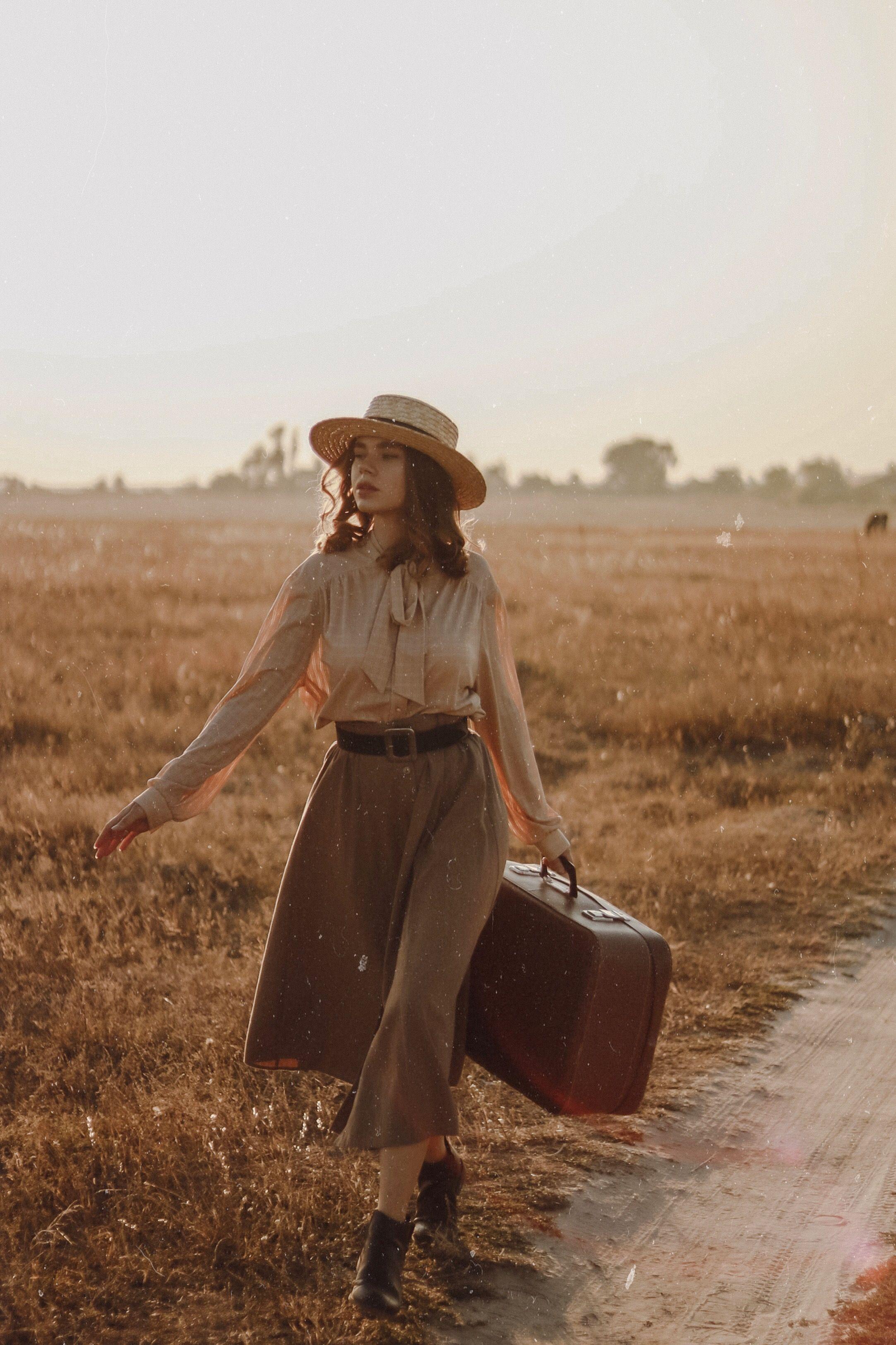Vintage girl with retro bag | Винтажные модные фотографии ...