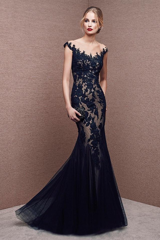 49011802e Vestido de fiesta largo tipo sirena realizado en tul y encaje color negro  con fondo nude