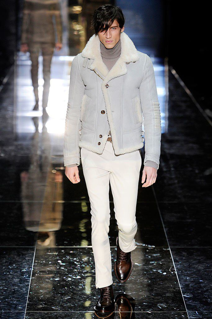 See the complete Gucci Fall 2010 Menswear collection.