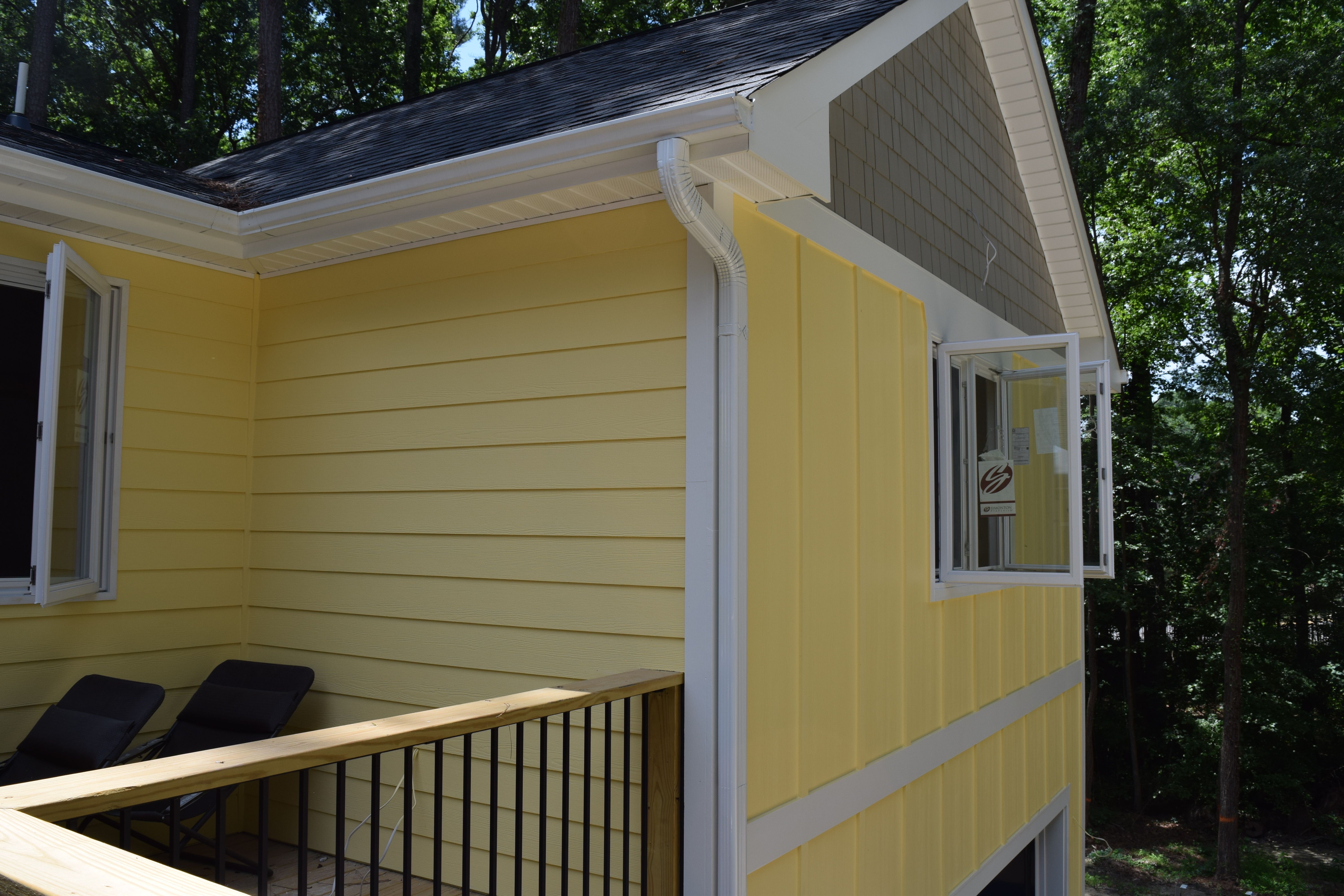 We Replaced The Existing Siding On This Home In Cary Nc With James Hardie Cedarmill Select Lap Siding 4 James Hardie Window Siding Window Trim Porch Ceiling