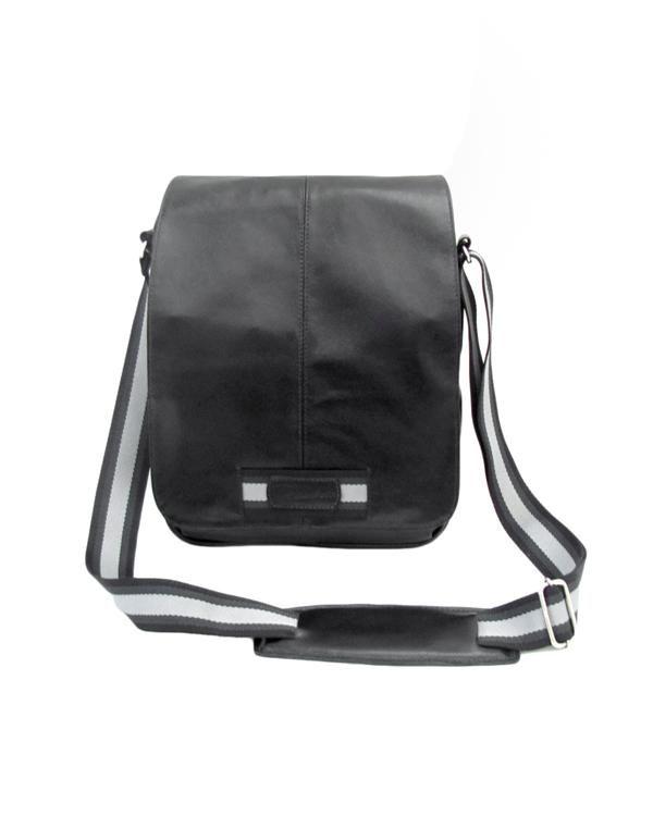 725cd32562 Bolsa Carteiro de Couro Apolo - Cor Preta: Ideal para levar cadernos,  livros,