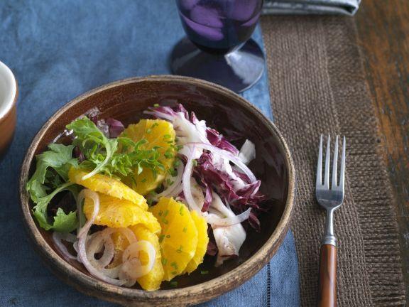 Radicchio mit Zwiebel und Orange ist ein Rezept mit frischen Zutaten aus der Kategorie Gemüsesalat. Probieren Sie dieses und weitere Rezepte von EAT SMARTER!