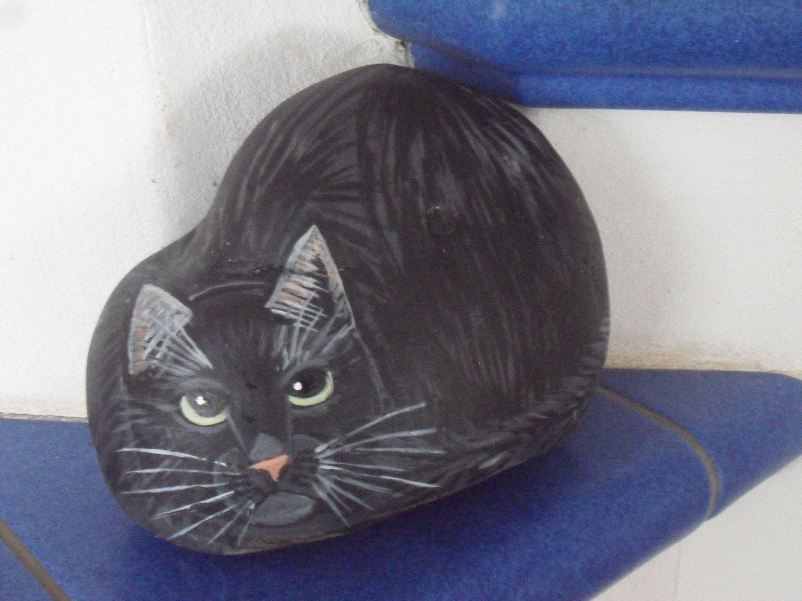 bemalter stein katze erh bei ebay bemalter stein bemalte steine katzen tiere auf stein. Black Bedroom Furniture Sets. Home Design Ideas