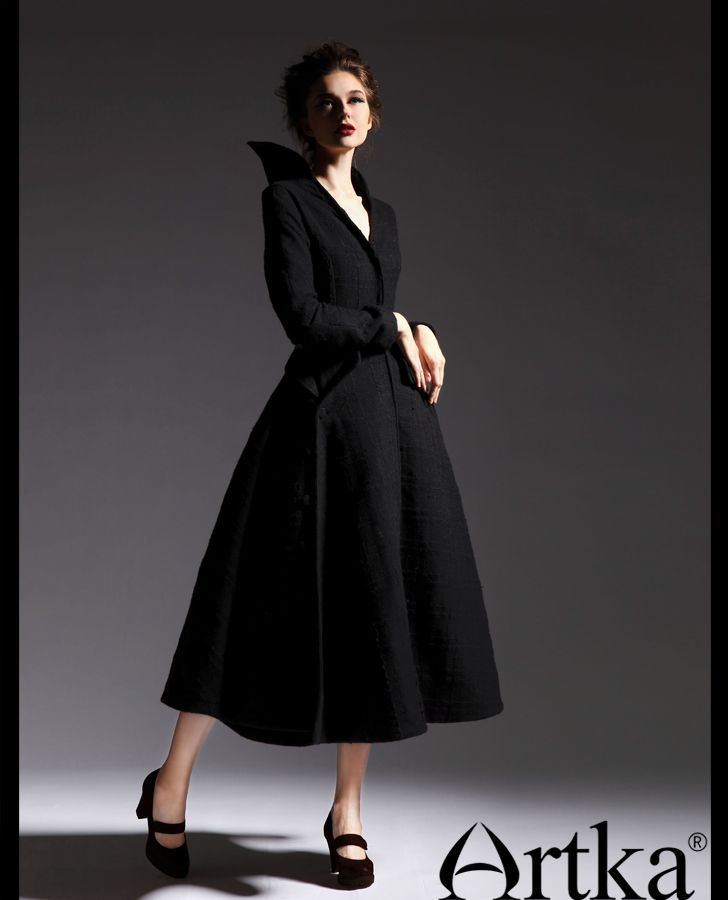 Длинное приталенное платье-пальто с оригинальным воротником, 18779508401  купить за 12150 руб. с 39ac2712f20