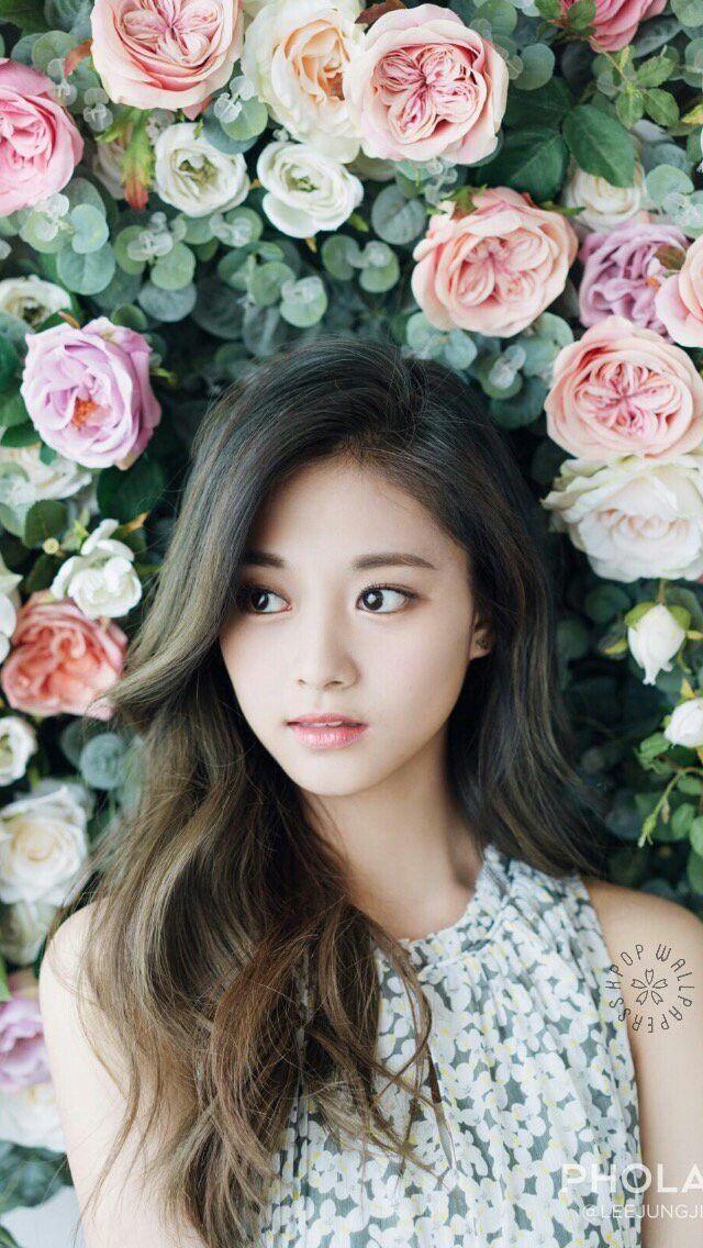 Tzuyu Is The Queen Of Flowers Twice Tzuyu Pinterest Tzuyu