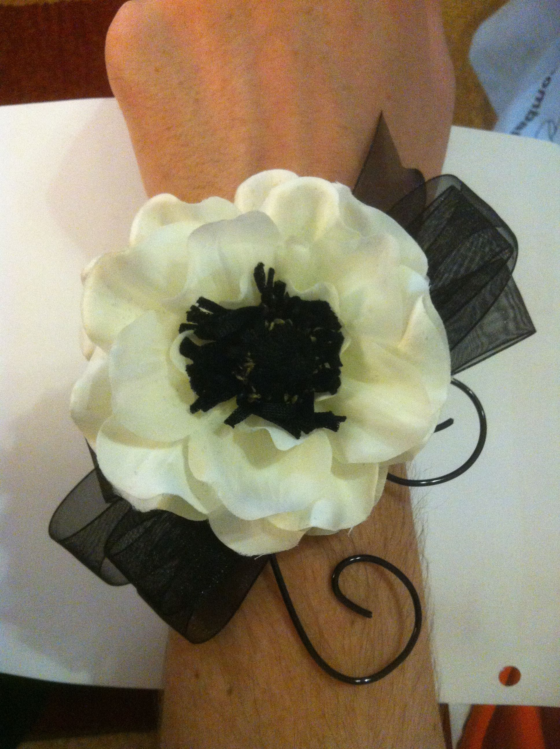 Fiancé models the wrist corsage for the moms, sis-in-laws, and grams at our wedding. Black and white anemones, black sheer ribbon, and floral. Easy easy.
