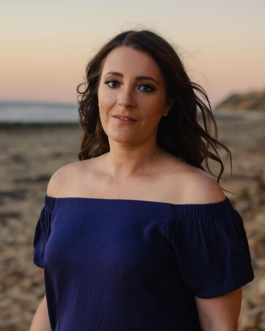 Strong beautiful and brave.  See more of Melissa's beach photoshoot on the blog and keep an eye out for her story on @endometriosis_awareness_adl.  Link in bio! . . . #endometriosis #endometriosisawareness #endometriosiswarrior #endo #endoaustralia #endometriosisaustralia #1in10 #adelaidephotographer #JessBoltonPortraits #sunsetphotoshoot #chasinglight #moanabeach