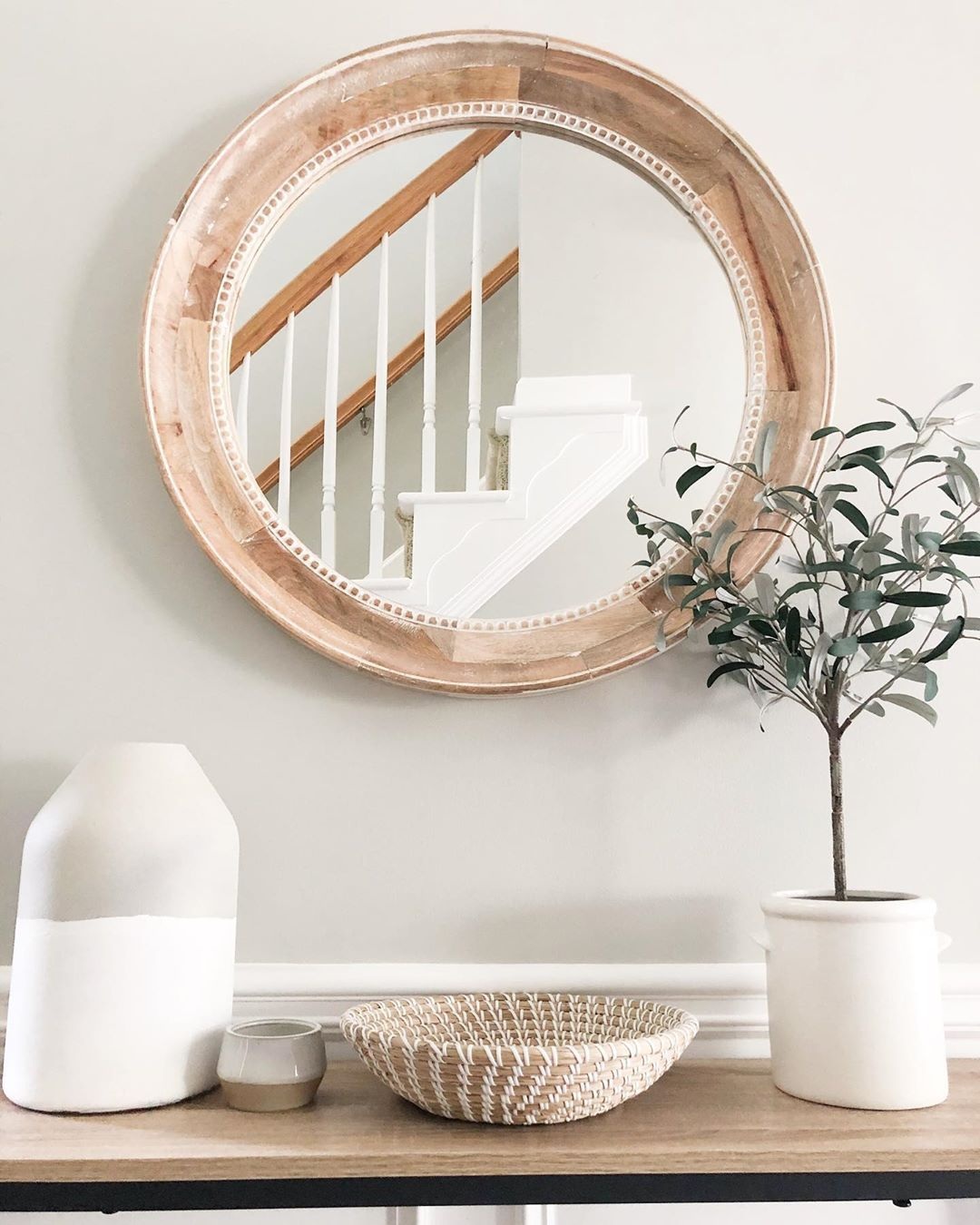"sophie | house to home (@housetohome_design) posted on Instagram: ""An entryway table is one of my favorites to style! Not only do I like making it look pretty, but also functional 🙌🏼 This catch-all seagrass…"" • Jul 29, 2020 at 10:05pm UTC"