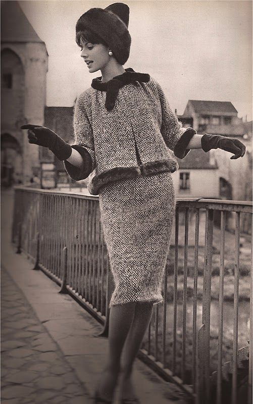 A Vintage Fashion Blog with photographs of fashions from the forties through today culled from the top fashion magazines of the past decades. #vintagefashion1950s