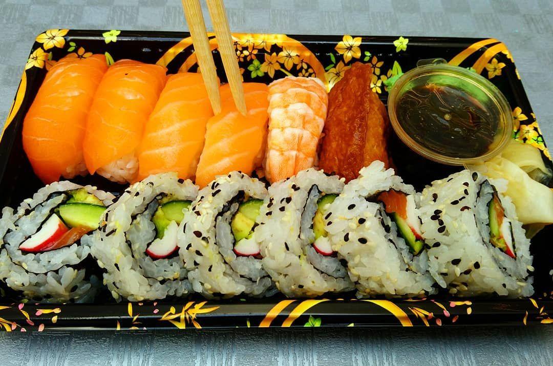 Sushi time ⌚ #journalist #travel #trip #citybreak #photographer #photography #iloveromania #letsguide #work #art #sushi #chinesefood