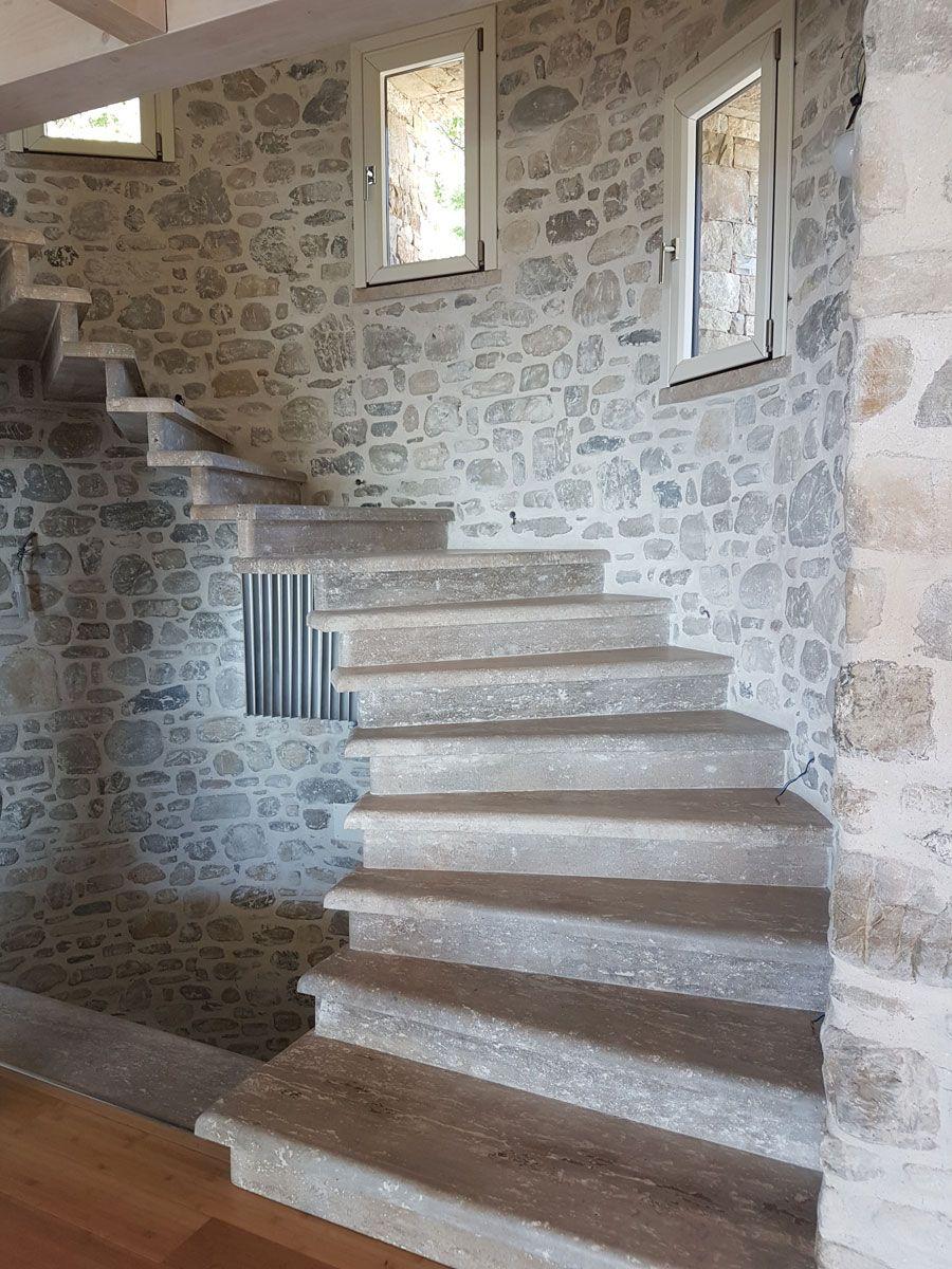 Scala pietra case in pietra arredamento sala e scale for Scala in cemento armato a vista