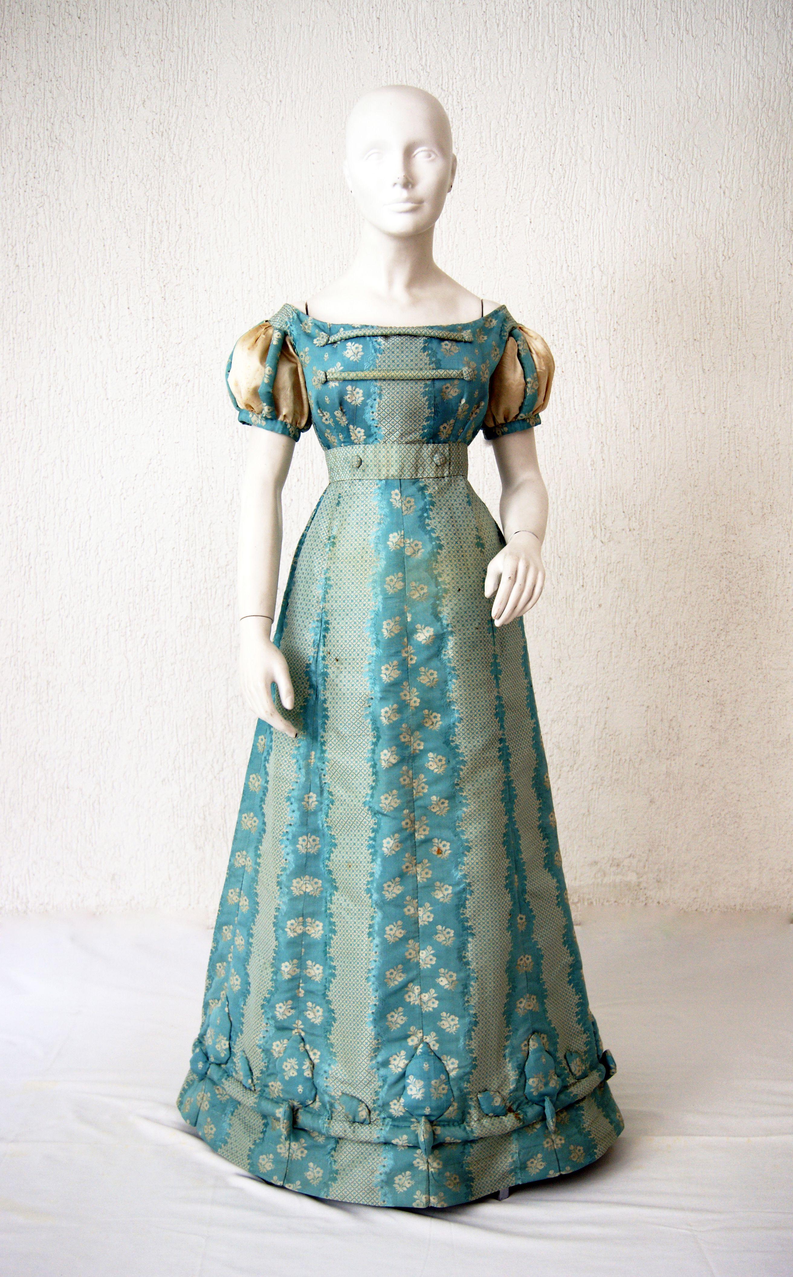 c. 20 Reception dress in silk taffeta printed with ornaments