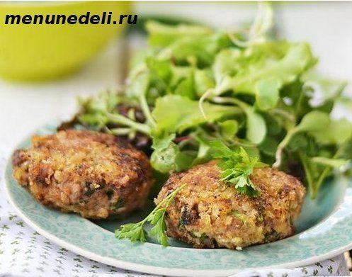 Cocido deliciosas albóndigas con hierbas