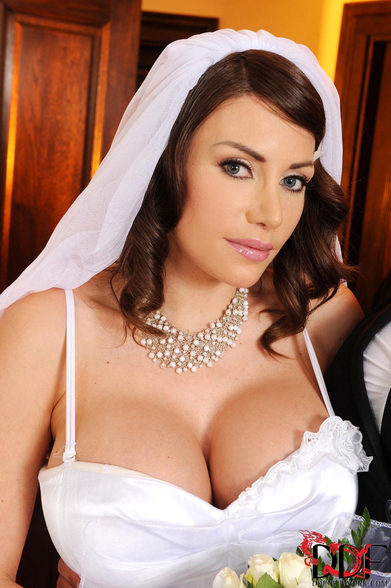 At The Wedding  Модели, Актрисы, Певицы-4804