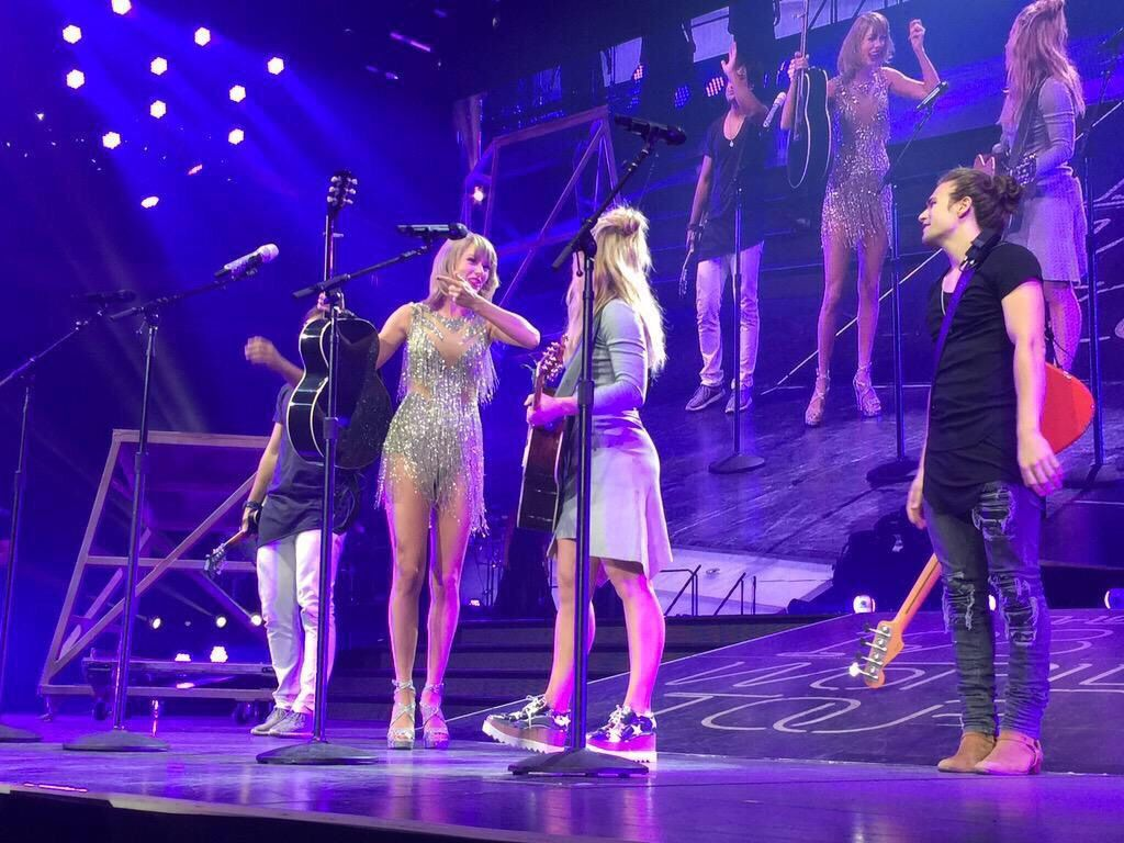 Taylor brought out The Band Perry to perform If I Die Young during the 1989 World Tour in Indianapolis! 9.16.15