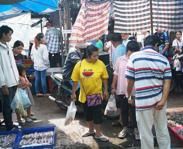 KUUNSÄTEESSÄ: Kalamarkkinoilla Thaimaassa