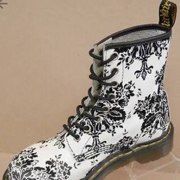 Doc martens 1460 ankle bootwhite black flowers my posh picks doc martens 1460 ankle bootwhite black flowers dr doc martens 1460w black white floral leather ankle boots womens us 11 dr martens shoes combat moto mightylinksfo