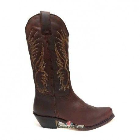 Botas de estilo western de cuero marrón para mujer. Llevan un águila  bordado en la caña en color claro. Tacón cubano alto y muy estable.