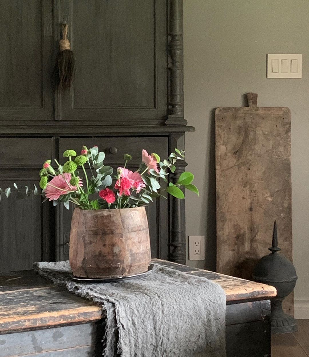 "𝓓𝓲𝓪𝓷𝓪's Instagram photo: ""#flowers #grey #countrystyle #rustichomedecor"""