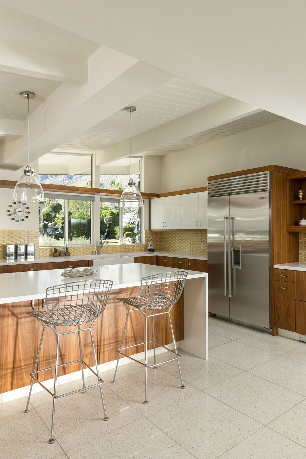 Palm Springs Midcentury With Pool And Panoramic Views Asks 2 6m Mid Century Modern Kitchen Modern Kitchen Flooring Modern Kitchen