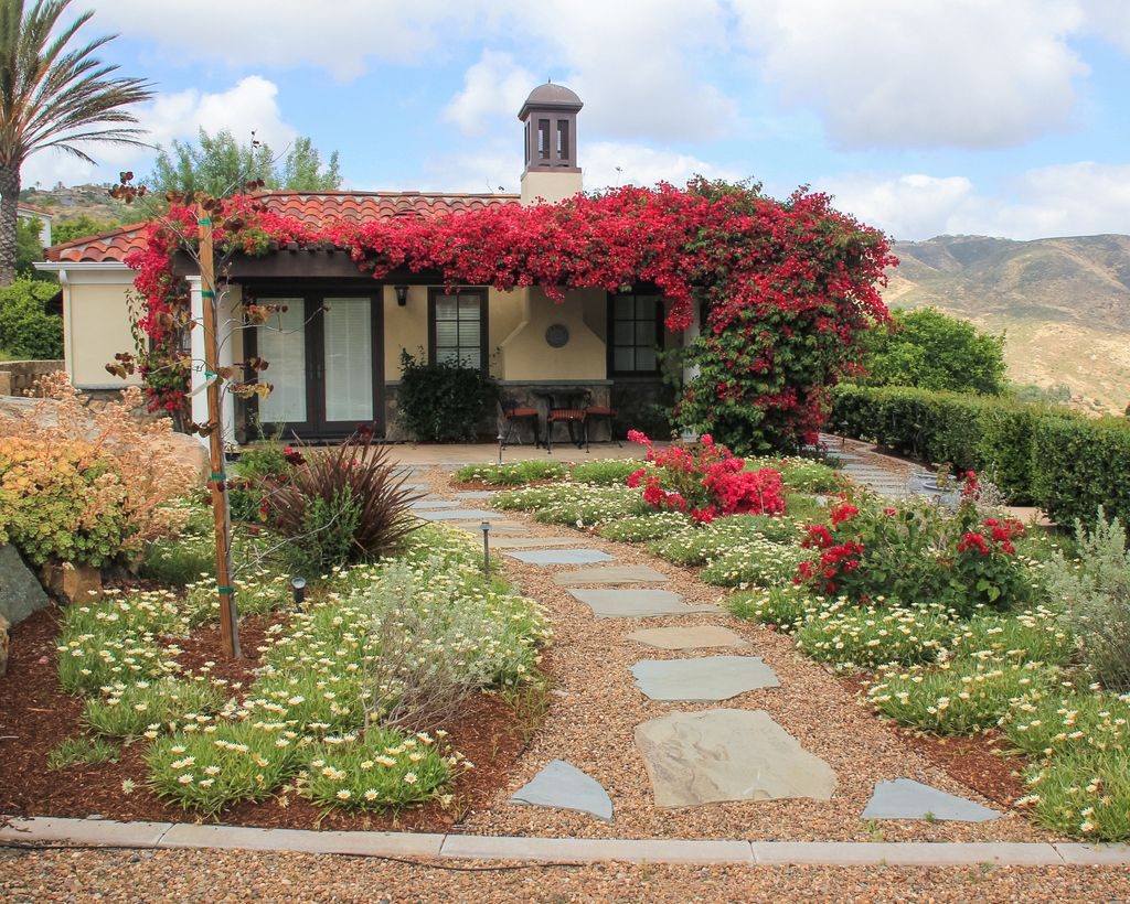 The Lawn Is Gone From This Rancho Santa Fe Casita