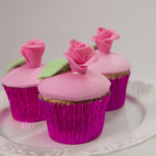 Rose-topped cupcakes made a pretty statement!  Learn how to make these in Guide 4 #rose #cupcakes #mycakedecorating