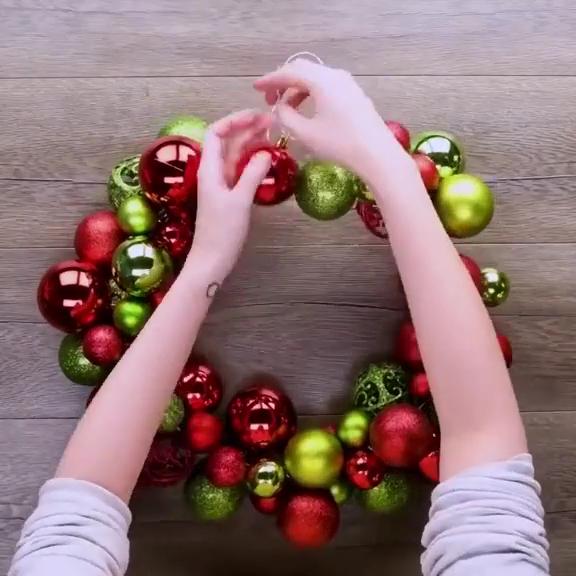 Новогодний венок из ёлочных шаров | New Year's wre